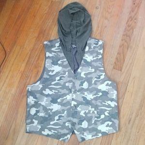 Hooded Camo Vest